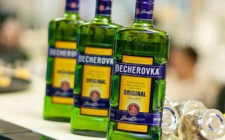 Как правильно пить Бехеровку и что это за напиток