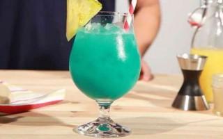 Алкогольные коктейли с сиропом Блю Кюрасао