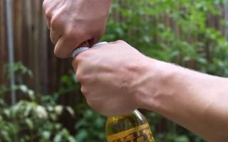 Как можно открыть пиво без открывашки