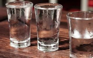 Что лучше, самогон или водка