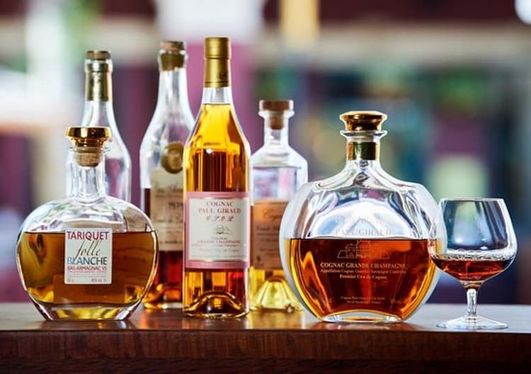 В чем разница между напитками арманьяк или коньяк