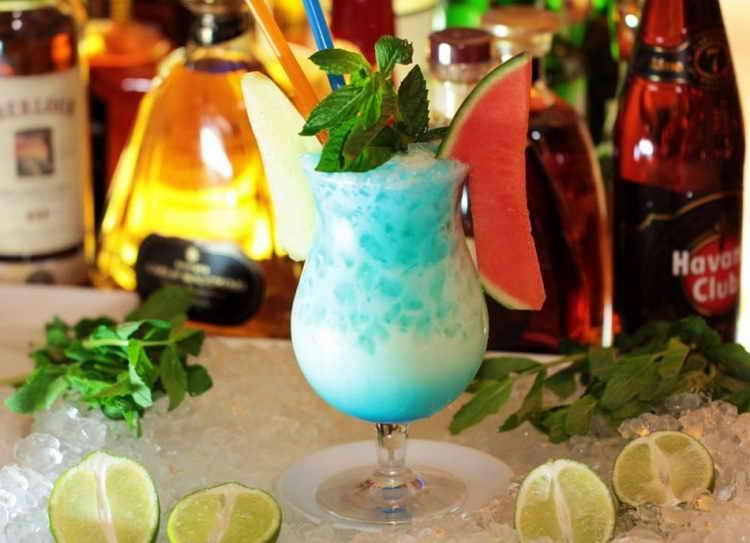 коктейль с блю кюрасао и спрайтом