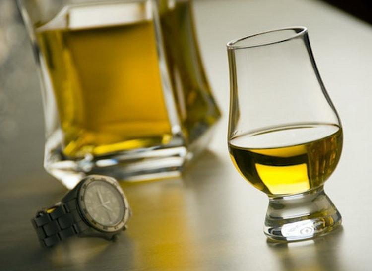 В каких бокалах подается виски окентошен американ оак