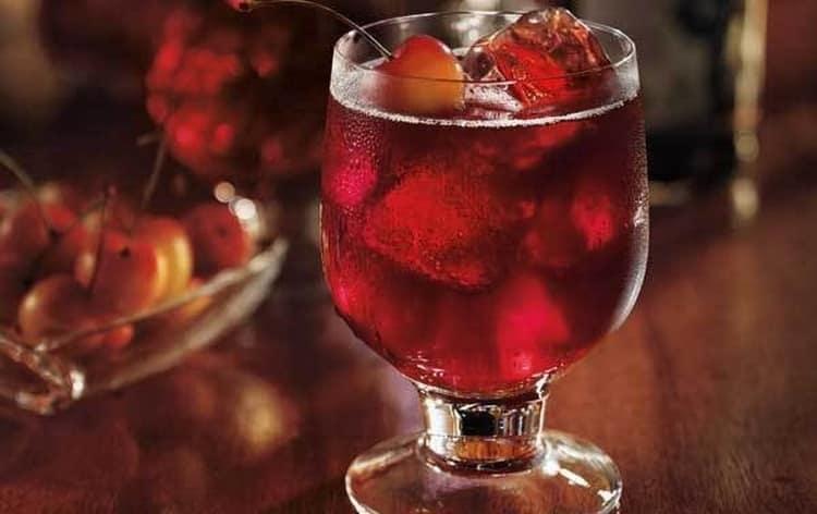 На основе этого напитка делают и коктейли.
