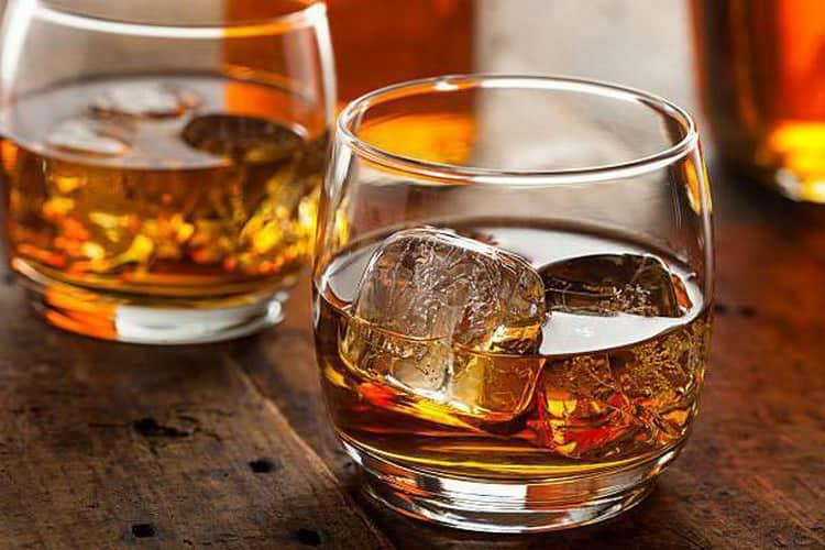 С чем подают виски блэк энд уайт