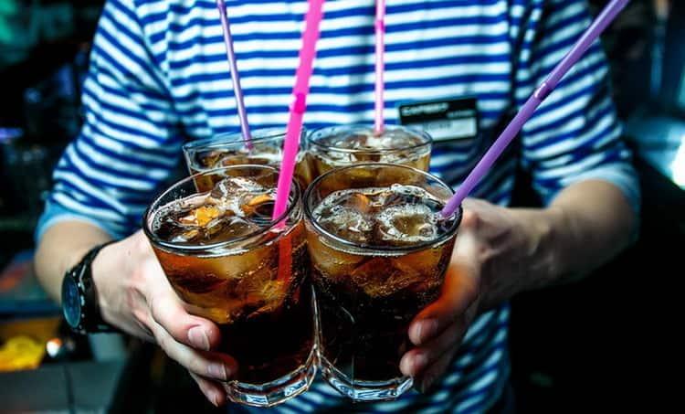Какой коктейль можно приготовить с black and white виски,