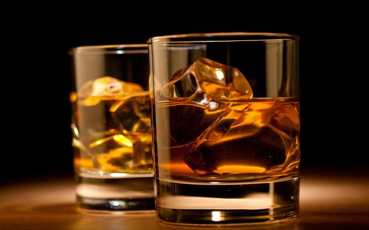какой должен быть цвет у виски suntory