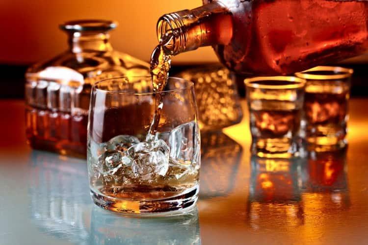 Как правильно пить и с чем подавать ликер амаретто