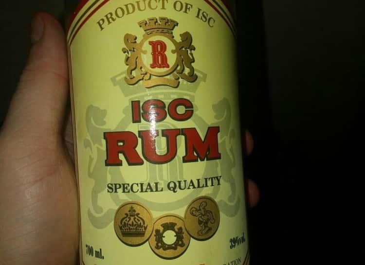 Isc Rum можно купить с заспиртованной змеей в бутылке.