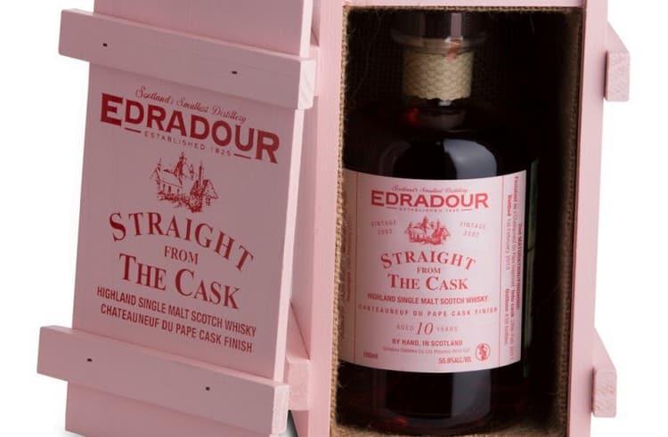 Надпись «Straight from the Cask» на виски Эдрадур свидетельствует о том, что напиток был разлит непосредственно из бочки.