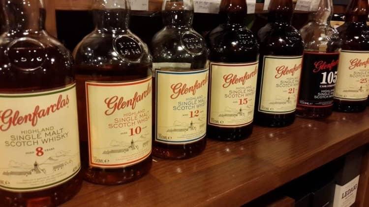 Самым элитным считается виски гленфарклас 105.