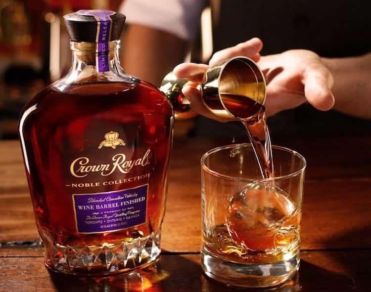 Crown Royal одна из самых старинных марок виски производства Канады.