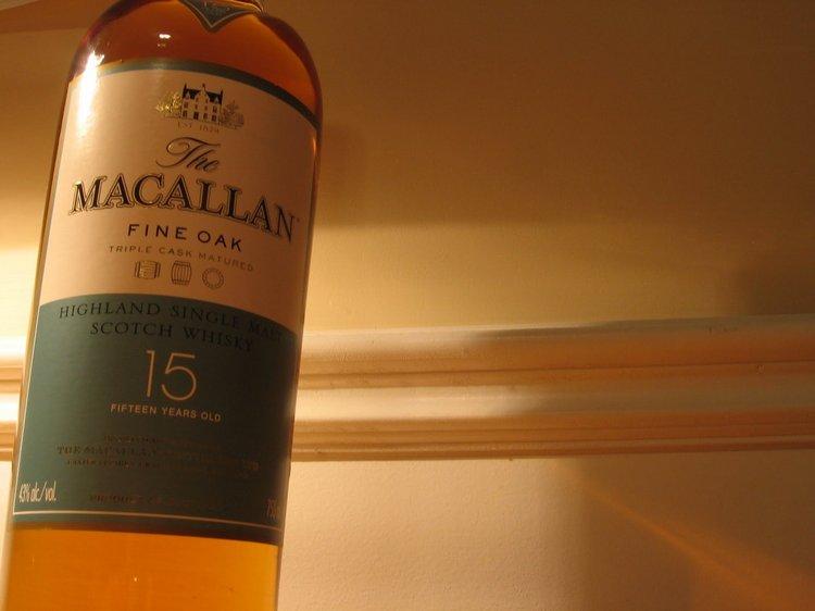 В Macallan 15 присутствуют оттенки марципана и виноградных косточек.
