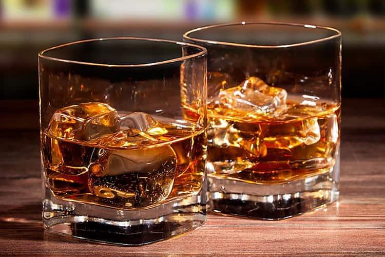 Подают ли виски глен грант 10 лет со льдом.