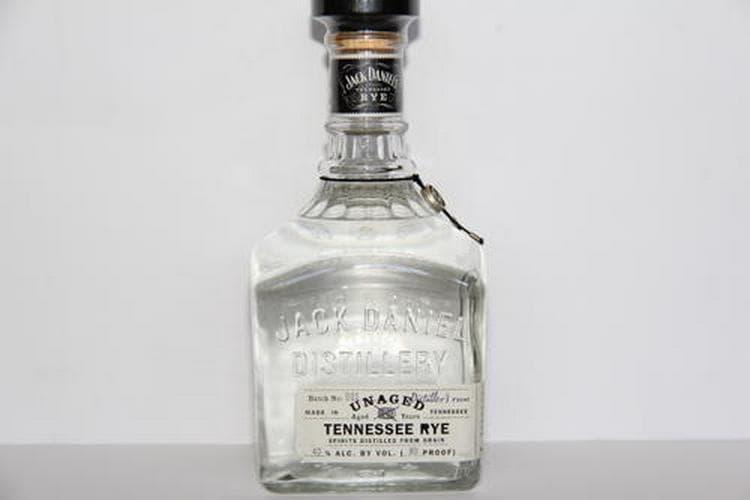 То, сколько градусов в Джек Дэниэлс, зависит от вида напитка.