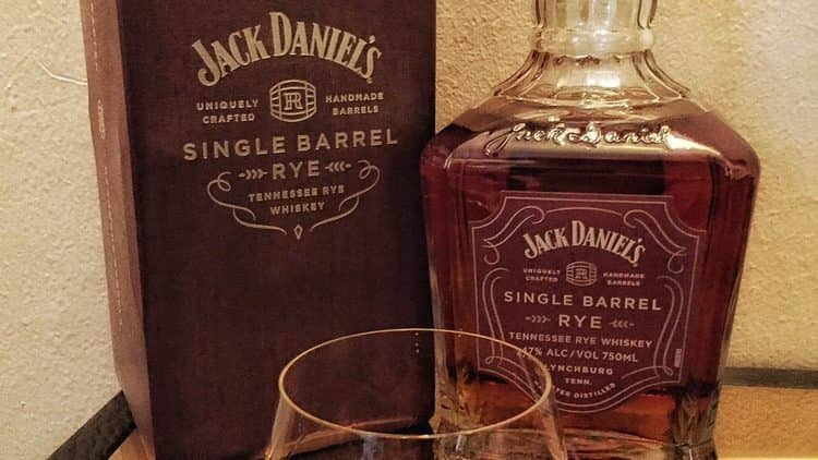 Состав Джека Дэниэлса зависит от каждого конкретного вида напитка.