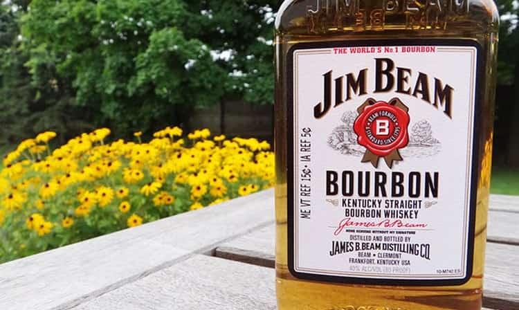 Джим Бим имеет разные вкусы в зависимости от вида напитка и срока выдержки.