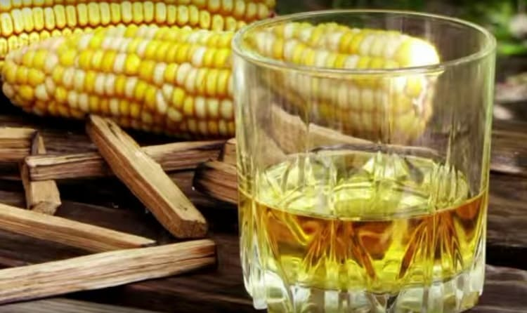 Американский виски, или бурбон, готовят из кукурузы.