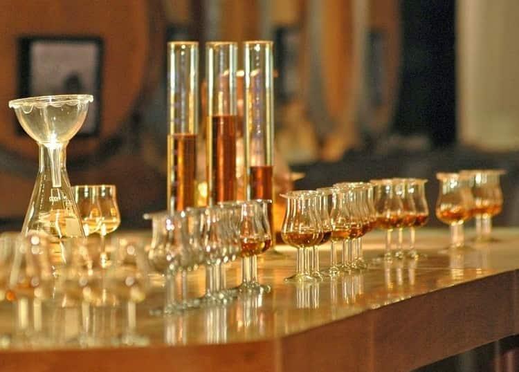 Очень важен также этап купажирования виски, от которого зависит вкус и букет напитка.