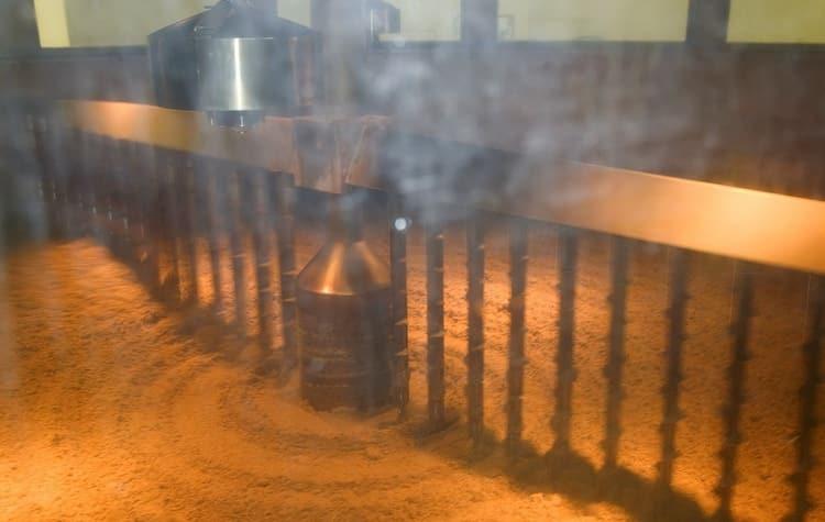 технология изготовления виски начинается с просушки проросшего солода.