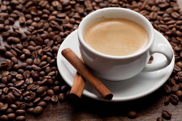 Чтобы приготовить вкусный кофе с коньяком, важно правильно соблюсти пропорции.