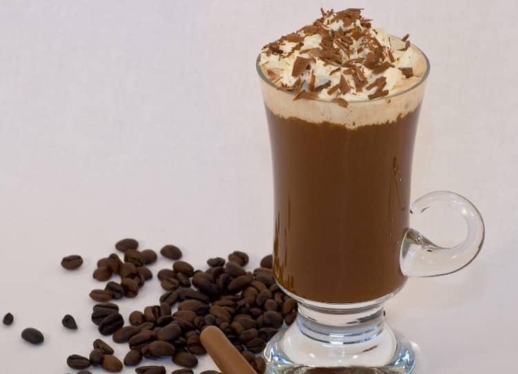 Приготовить кофе с бейлизом по нашему рецепту в домашних условиях сможэет каждый.