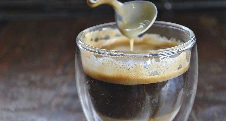 Попробуйте такой кофе с ромом и сгущеным молоком.