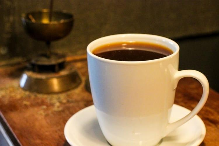 Добавление сахарной пудры делает напиток более насыщенным на вкус.