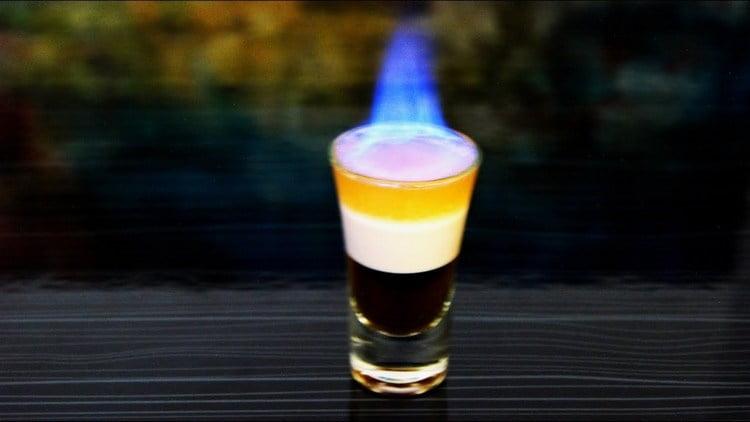 А такой коктейль можно сделать из виски с бейлисом.