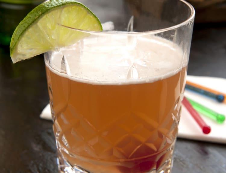 Оригинальный коктейль можно сделать с квасом.