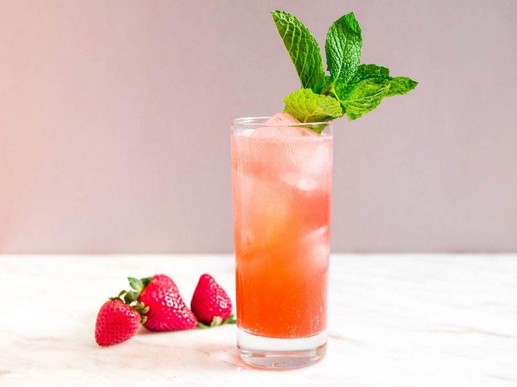 Сок или фреш грейпфрута тоже прекрасно оттенит чачу.