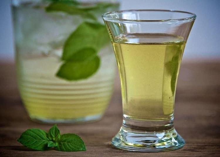 Очень простой, но оригинальный коктейль с чачей можно сделать с добавлением Лимончелло.