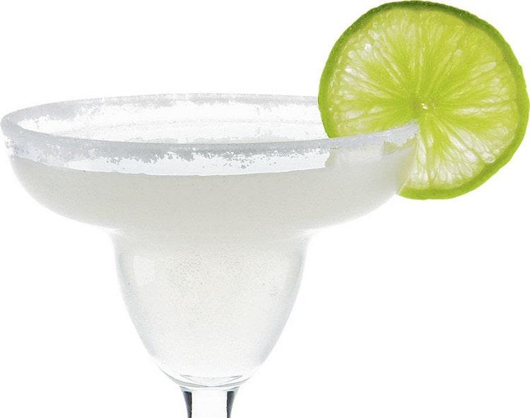 Оригинальным получается коктейль, в составе которого соединились куантро и текила.