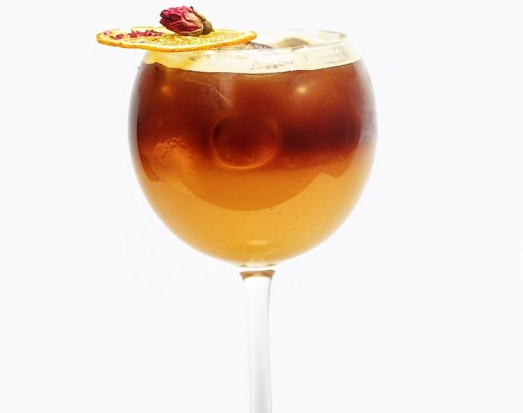 Чтобы приготовить коктейли с куантро в домашних условиях, можно использовать куантро и шампанское.