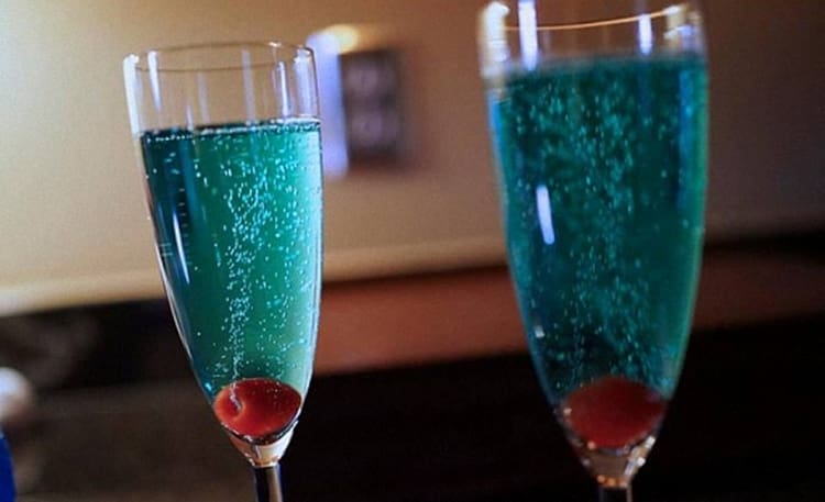 Можно соединить самбуку даже с шампанским!