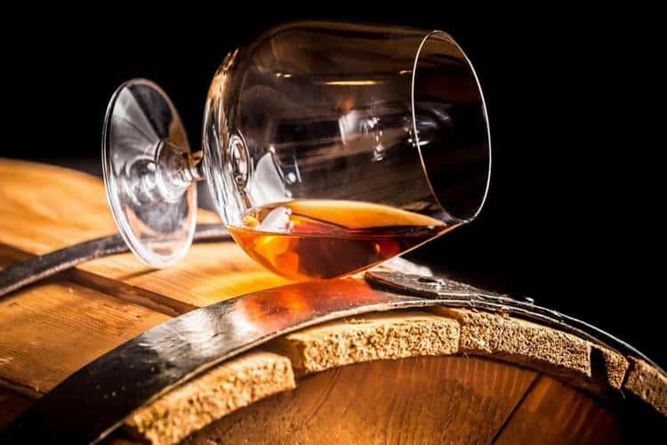 Подавая напиток, позаботьтесь о том, чтобы выбрать правильные бокалы для него.