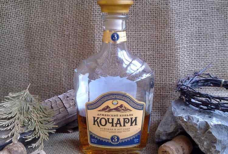Коньяк Кочари 3 года выдержки обладает ванильно-фруктовым ароматом.