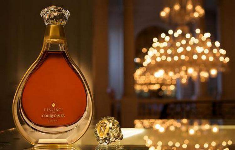 В запахе L'Essence de Courvoisier слышны ноты персика и марципана.
