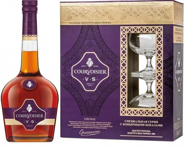 Оригинальный коньяк Курвуазье всегда продается в фирменной упаковке, на бутылке присутствует тиснение компании.