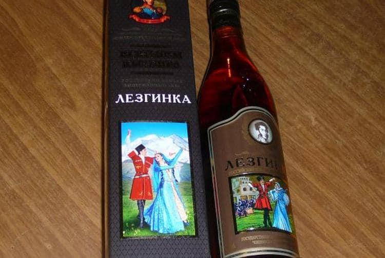 Посмотрите, как отличить подделку по бутылке, если хотите приобрести оригинальный коньяк Лезгинка.