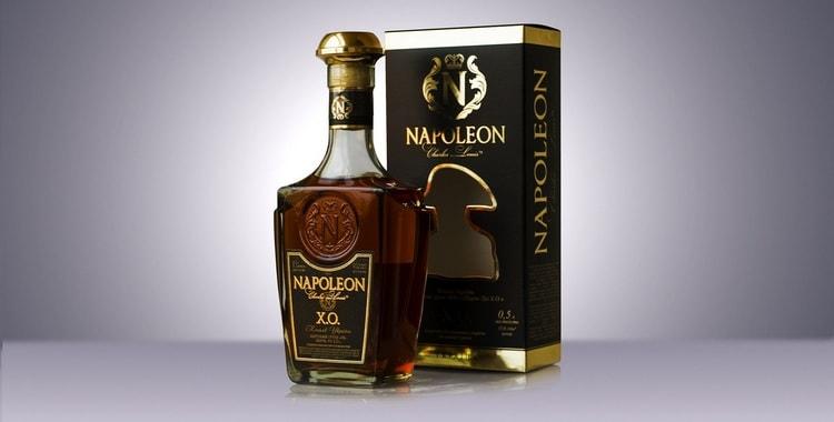 При выборе коньяков такого класса важно обращать внимание на цвет, вязкость напитка, а также оформление бутылок.