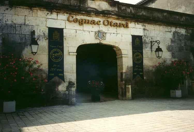 Коньяк baron otard vs и другие продукты линейки производятся в замке Шато де Коньяк.
