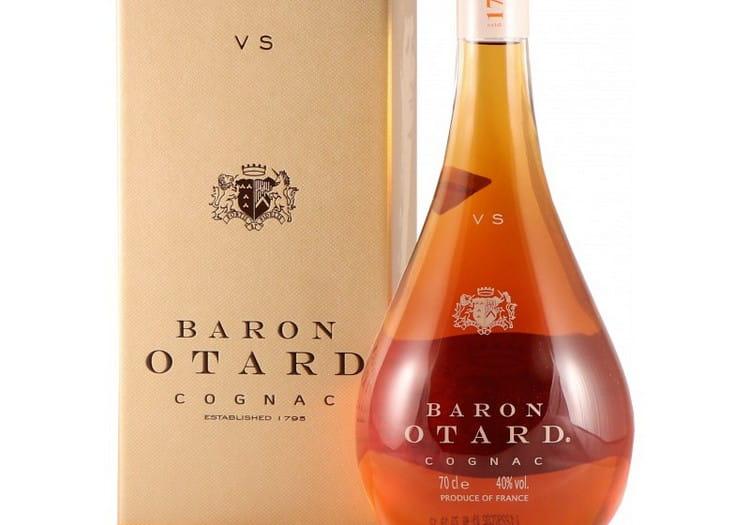 Коньяк Барон Отард vs радует легкими фруктовыми оттенками.