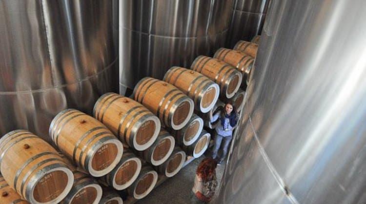 Производителем коньяка Жан-Жак является компания Алеф-Виналь.