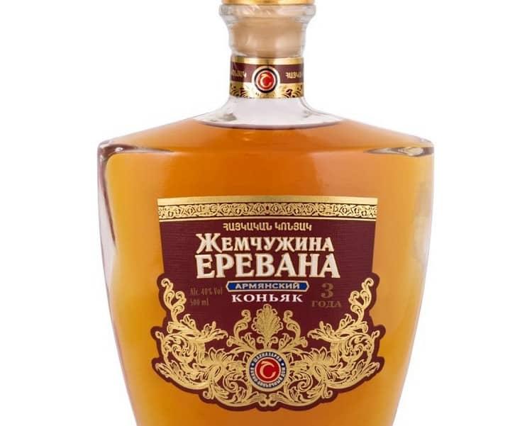 Коньяк Жемчужина Еревана отличается приятным вкусом и карамельным цветом.