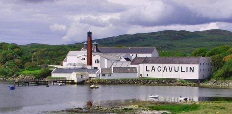 Родиной виски Лавагулин является остров Айл.