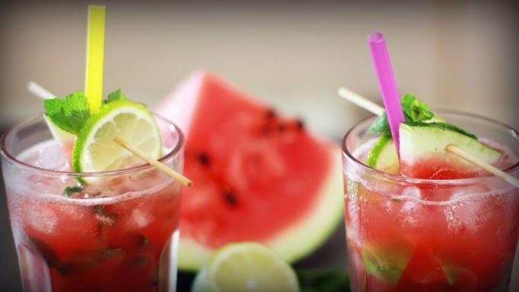 Рецепт алкогольного мохито с ромом в домашних условиях можно разнообразить добавлением арбуза.
