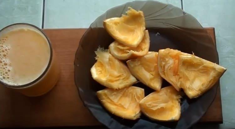 Выжимаем сок из свежего и сочного апельсина