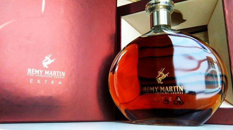 Коньяк remy martin extra это поистине элитный напиток, который станет прекрасным подарком для представителей сильного пола.