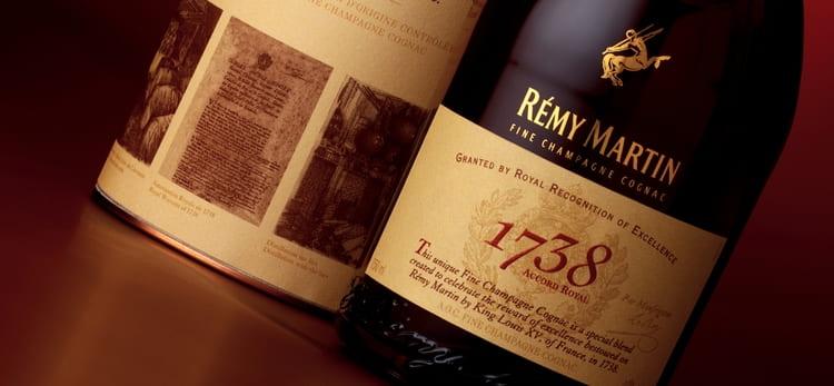 Шоколад и специи можно уловить в аромате коньяка 1738 remy martin accord royal.